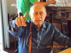 ..il nonno Vi addita....